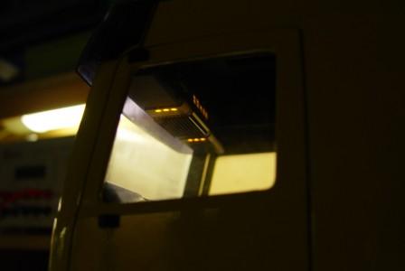 die Innenraumbeleuchtung mit dem Einstellungspanel für die Klimaanlage